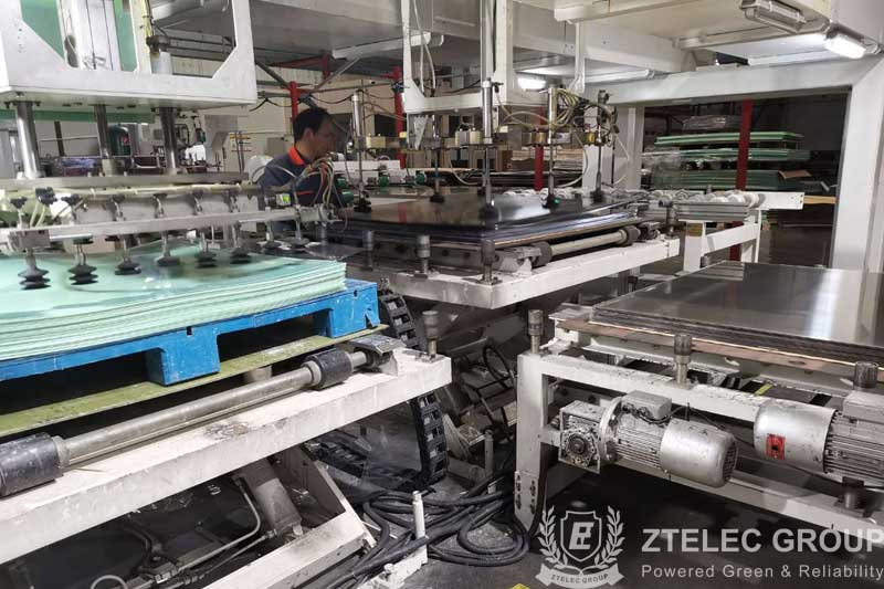 Production process of plastic sheet laminated fr4 as per IEC fr4 dielectric material